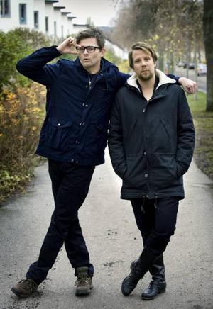 """Författarparet.Fredrik Wikingsson och Filip Hammar har tidigare gett ut böckerna """"Två nötcreme och en Moviebox"""" (2003) och """"100 höjdare"""" (2004). Snart kommer  första romanen – """"Tårtgeneralen""""."""