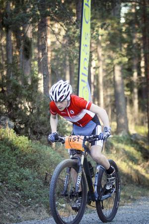 15-årige Vilgot Lindh har fullt fokus under slutspurten. Det räckte till förstaplatsen.
