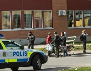 I morse stängde polisen Tullängsskolan efter hotet.