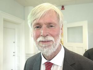 Regionrådet Tommy Berger, S, gläds över nya statliga pengar men håller fast vid lagda sparkrav.